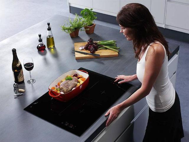Nếu nhà bạn dùng bếp từ, nhất thiết phải tránh những điều này
