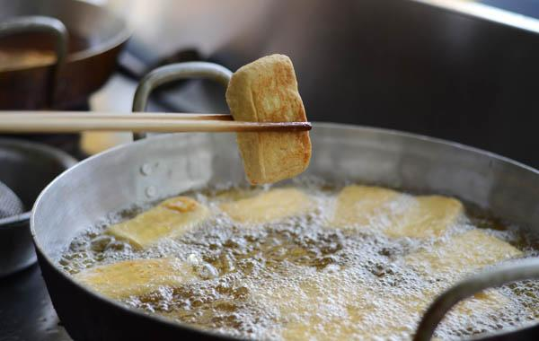 Ngâm đậu phụ vào loại nước này trước khi rán, đảm bảo đậu siêu giòn, có màu vàng đẹp mắt