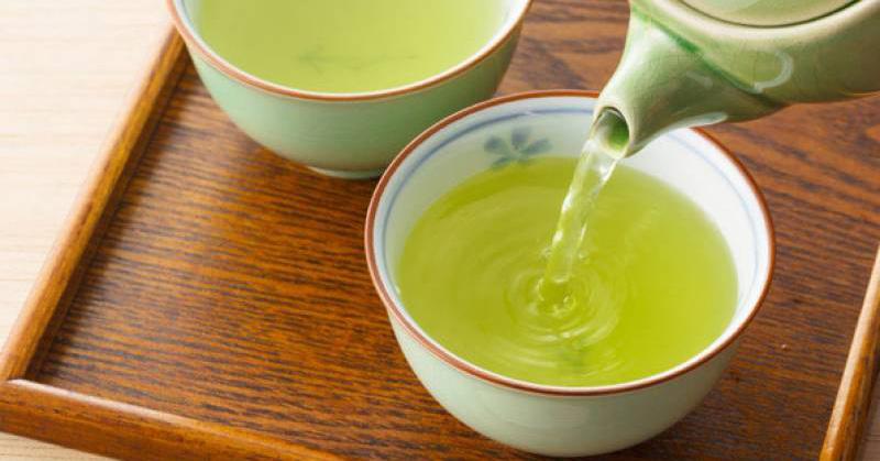 Ngoài việc hỗ trợ giảm cân, trà xanh còn tới 4 công dụng khác trong căn bếp mà có thể rất nhiều chị em chưa biết!