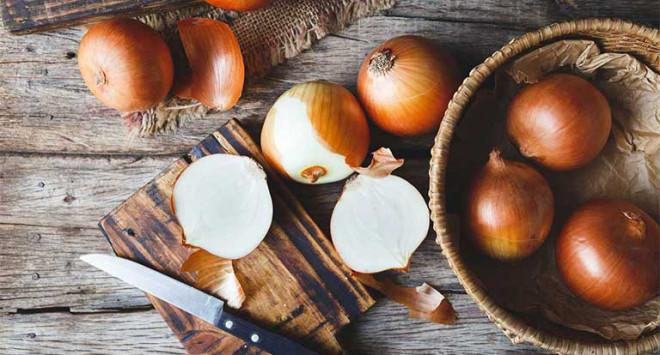 Ngoài việc làm món ăn, hành tây còn có 9 công dụng trong nhà bếp nếu không biết sẽ cực kỳ hối tiếc