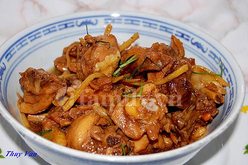 Ngon cơm với món gà kho gừng hấp dẫn