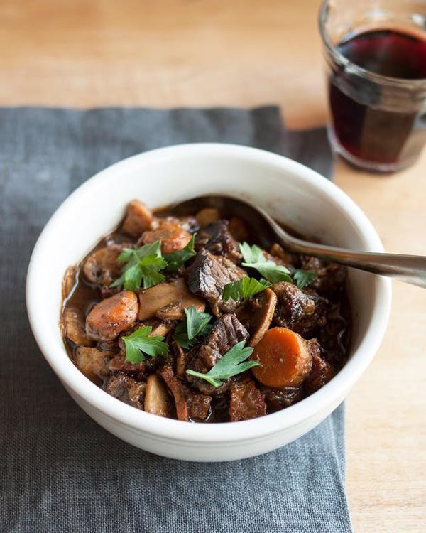 Những cách nấu thịt bò sốt vang ngon, mềm thơm đậm đà ăn mùa nào cũng thích