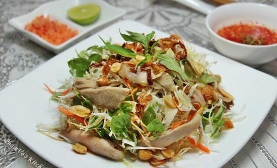 Nộm gà bắp cải đơn giản mà ngon lạ cho bữa trưa
