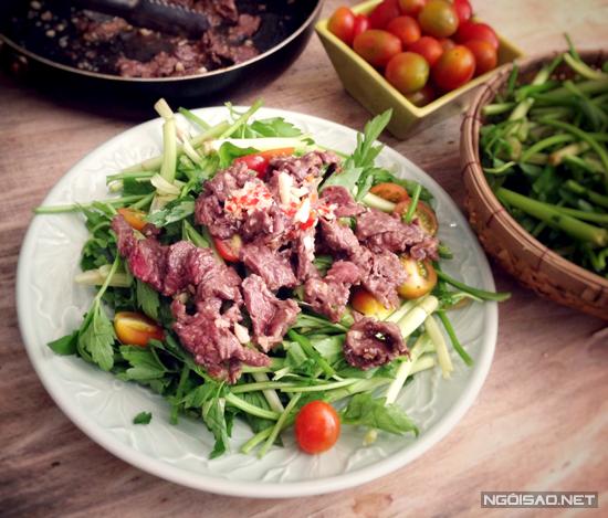 Nộm rau cần thịt bò giòn ngon, hấp dẫn
