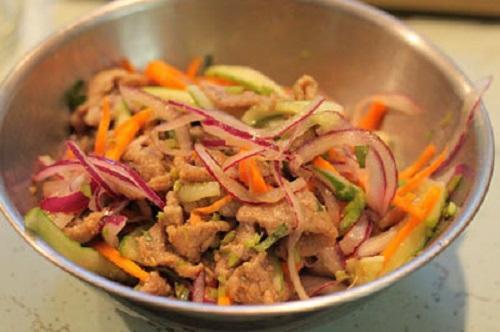 Nộm thịt bò chua cay giải ngán ngày Tết