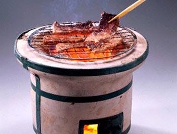 Nướng thịt bằng bếp than