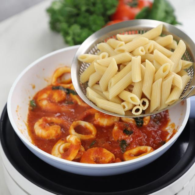 Penne xốt cà chua tôm mực