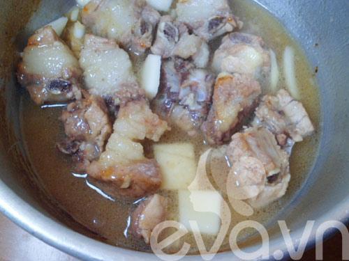 Sườn om nước dừa cho bữa tối