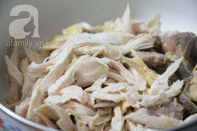Súp gà thanh nhẹ tận dụng từ gà luộc dư từ các bữa tiệc