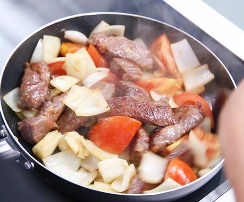 Thịt bò sốt cà chua ngon cơm