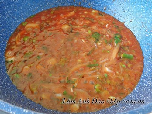 Thịt heo cuộn khoai tây sốt cà chua thơm ngon, lạ miệng