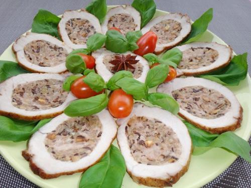 Thịt thăn lợn nhồi nấm hương và cốm đầy hấp dẫn