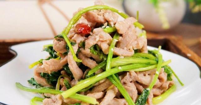 Thịt xào ở quán ăn rất mềm còn làm ở nhà lại dai cứng, đầu bếp mách mẹo