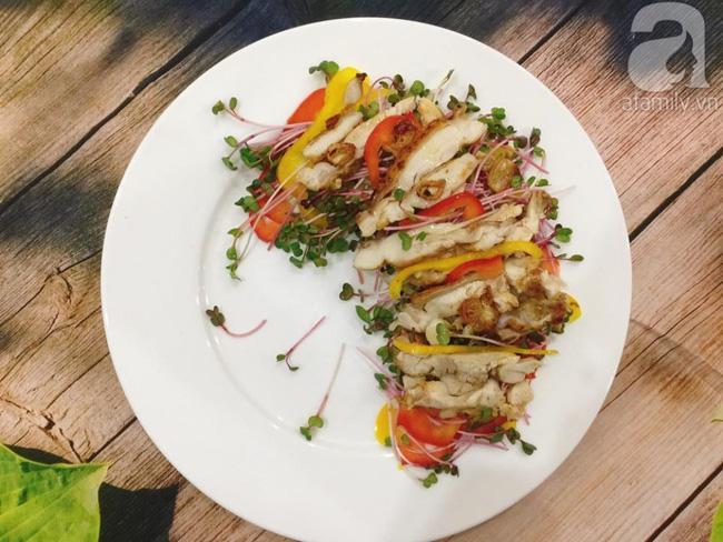 Thực đơn ăn kiêng chẳng sợ kém phong phú với 2 món salad ngon miễn bàn này