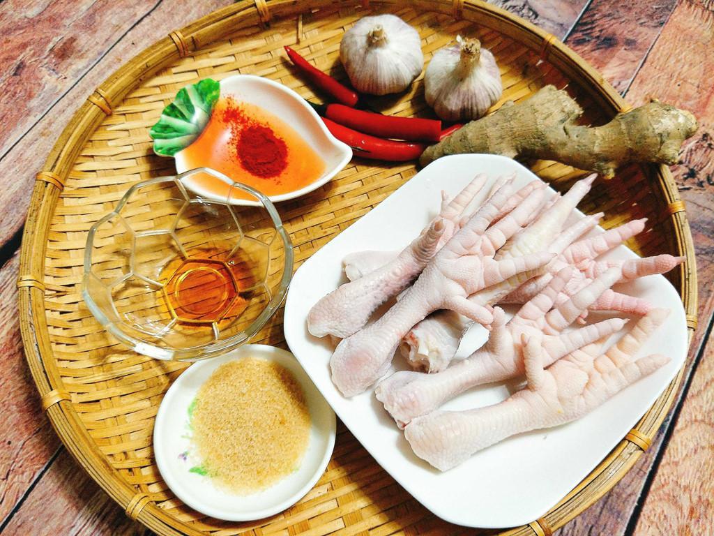 Tối nay ăn gì: Chân gà xào cay lai rai cho bữa tối