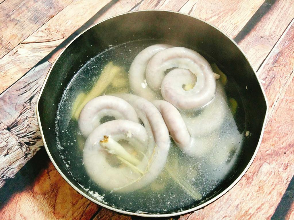 Tối nay ăn gì: Lòng non xào lá lốt ngon tuyệt cho bữa tối cuối tuần