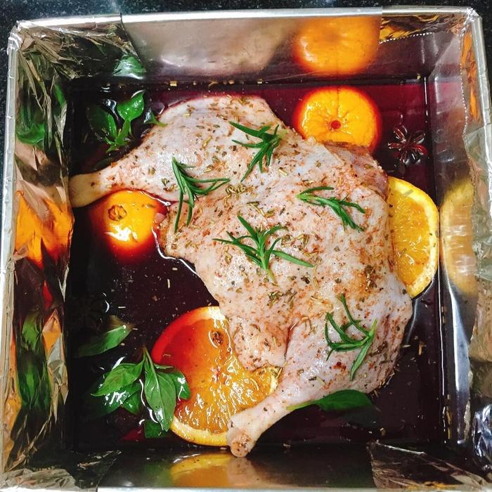 Trời lạnh, làm ngay món vịt nướng vang đỏ sốt cam để cả nhà cùng thưởng thức