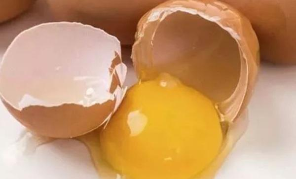 Trứng bổ mấy cũng hóa độc nếu có 4 biểu hiện này, vì tiếc cố ăn dễ phải nhập viện