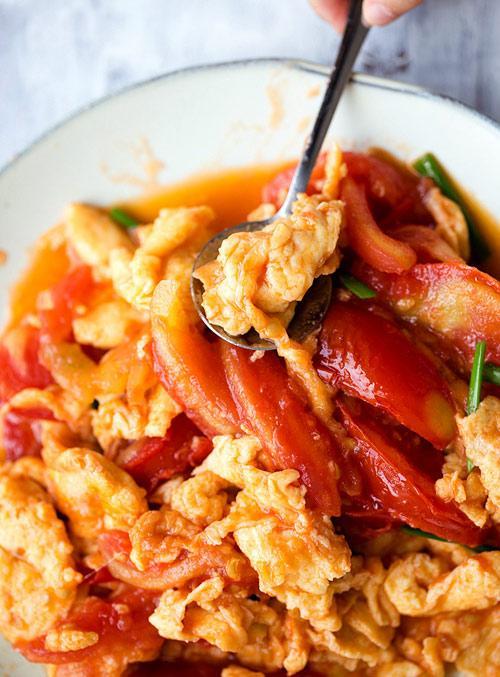 Trứng chưng cà chua: Món ăn ngon, rẻ cho ngày mưa gió