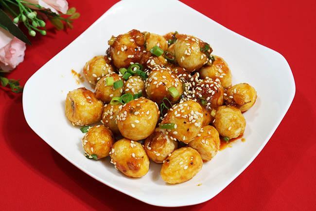 Trứng cút sốt chua ngọt dễ làm, dễ ăn lại cực trôi cơm trong thời tiết nóng nực