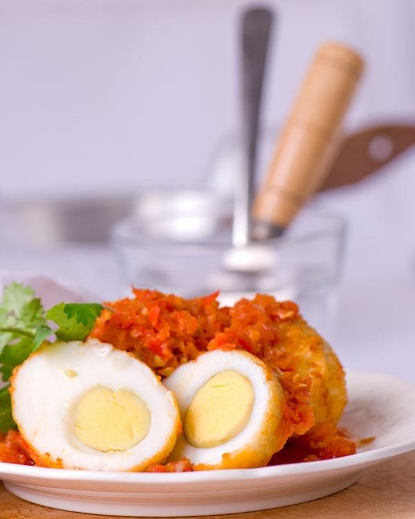 Trứng xốt cay ngon lạ miệng