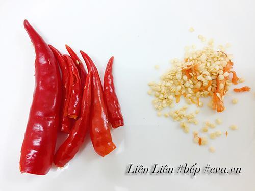 Tự làm muối ớt rang chấm hoa quả vừa ngon vừa sạch