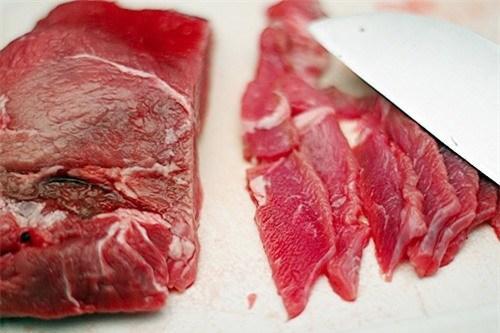 Tuyệt chiêu 'vạch mặt' thịt bò giả