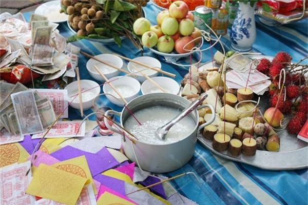 Vì sao không nên ăn đồ cúng cô hồn dịp rằm tháng 7?