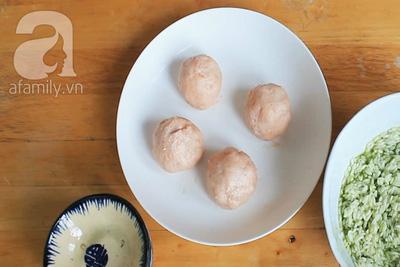 Xôi bọc trứng muối hấp lạ miệng và cực ngon