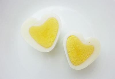 Tạo hình trái tim cho trứng chỉ trong nháy mắt